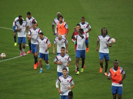 L'Olympique Lyonnais à l'échauffement - LyonMag