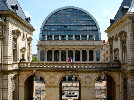 L'Opéra de Lyon en enfilade avec l'Hôtel de Ville - LyonMag