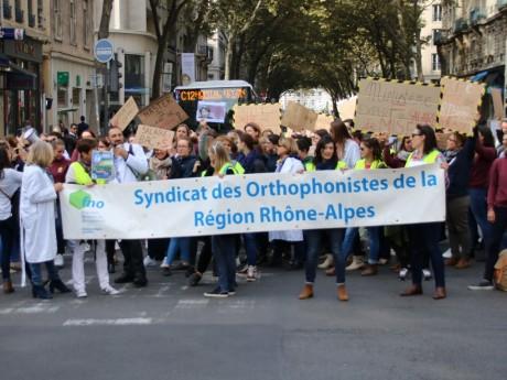Près de 200 orthophonistes ont manifesté à Lyon ce jeudi - Lyonmag.com