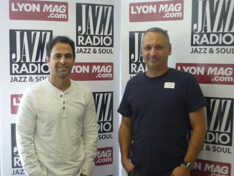Les deux auteurs du spectacle Aulas à Collomb : Décines moi un Grand Stade dans les studios de Jazz Radio - JazzRadio/LyonMag