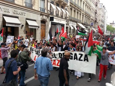 La manifestation pro-palestinienne dans les rues de Lyon samedi après-midi - LyonMag