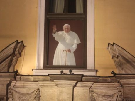 Image du Pape Jean-Paul II sur son archevêché de Cracovie (Pologne) - LyonMag