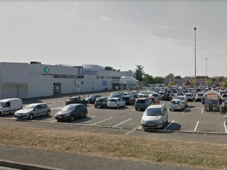 Le parking de Leclerc à Meyzieu - DR Google