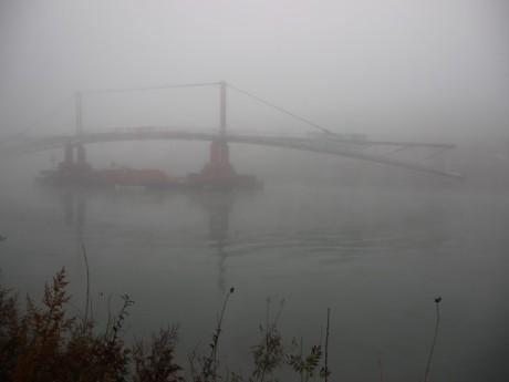 La passerelle de la Paix dans le brouillard - LyonMag
