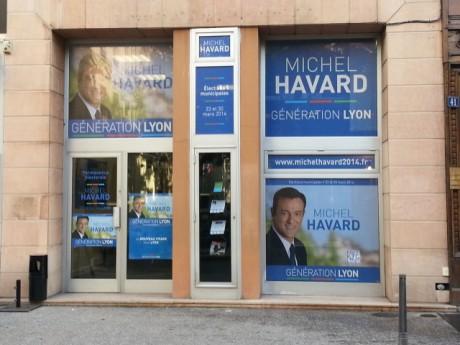 Les affiches anti NKM ont été enlevées vendredi matin des vitres du local - LyonMag.com