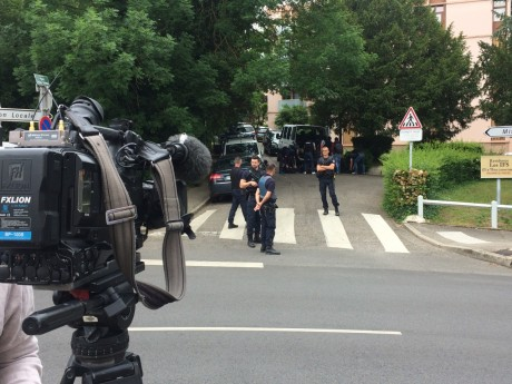 Le domicile oullinois de la famille du suspect lors de sa perquisition lundi - LyonMag