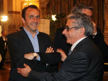 Renaud Pfeffer, ici aux côtés du signataire Claude Cohen - LyonMag