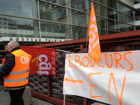 Les éboueurs du Grand Lyon lundi devant le tribunal de grande instance de Lyon - LyonMag
