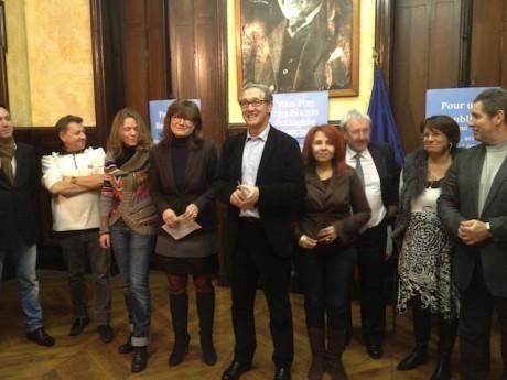 Bernard Fialaire et Fabienne Lévy (au centre) accompagnés des candidats radicaux aux légisatives du Rhône - LyonMag
