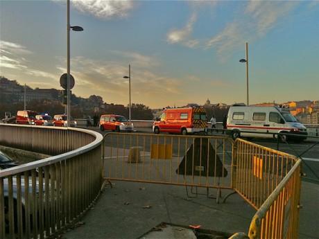 Les secours mardi après midi sur le pont Alphonse Juin - LyonMag