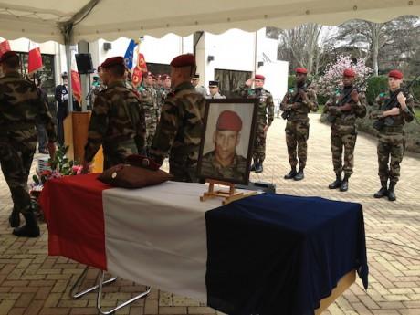 La cérémonie militaire à Meyzieu en l'honneur du caporal Legouad - LyonMag