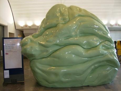 Un chewing-gum géant est installé ce vendredi en plein milieu de la gare Perrache - Lyonmag.com