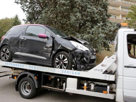 La voiture de la victime qui a tenté d'écraser un policier - LyonMag