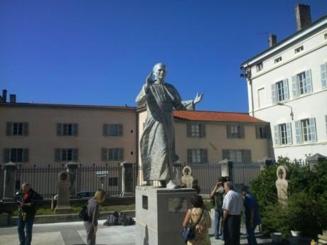 La statue du pape inaugurée en octobre 2011 - LyonMag