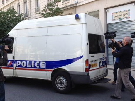 La valse des camions de police devant les locaux de la Police vendredi - Lyonmag