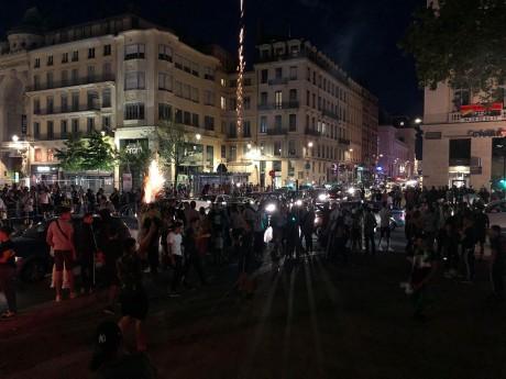 Des supporters algériens réunis place Bellecour - LyonMag