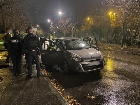 Les policiers ce jeudi soir à Vaulx-en-Velin  - DR