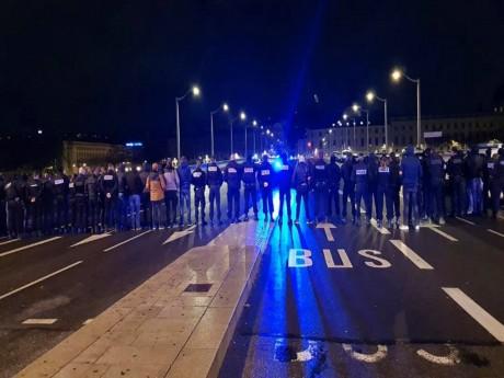 Les policiers mobilisés la nuit dernière à Lyon - DR