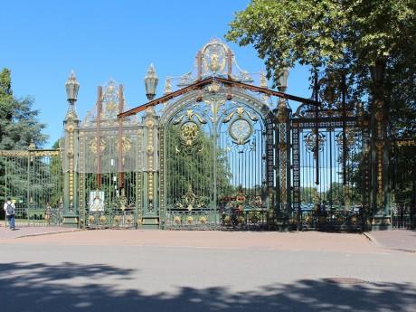 La porte des Enfants du Rhône du parc de la Tête d'Or - LyonMag