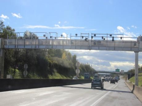 Le portique de la Rocade Est sous lequel manifesteront les routiers - LyonMag