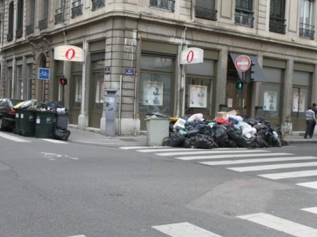 Les poubelles n'ont pas disparu de certains quartiers dans l'agglomération - Photo LyonMag.com
