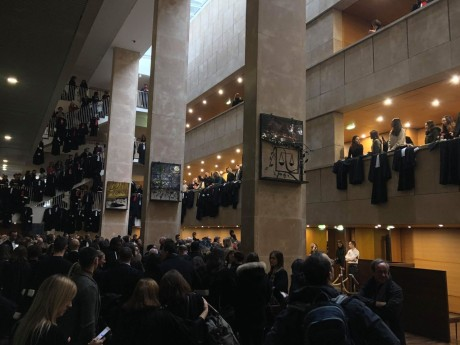 Les avocats réunis lors du début du procès Preynat à Lyon - LyonMag