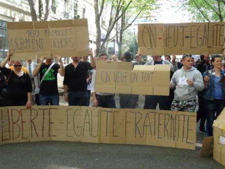 Rassemblent devant la préfecture du Rhône - photo LyonMag