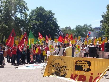 Les manifestants sur la place Carnot samedi midi - LyonMag