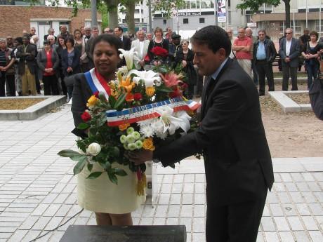 Morad Aggoun (à droite) avec la députée-maire de Vaulx-en-Velin, Hélène Geoffroy (à gauche) - DR
