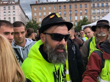 Jérôme Rodrigues a multiplié les selfies avant le début de la manifestation - LyonMag