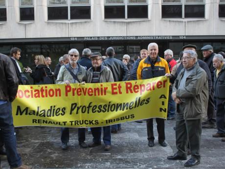 Les ex-salariés devant le tribunal en mars dernier - LyonMag