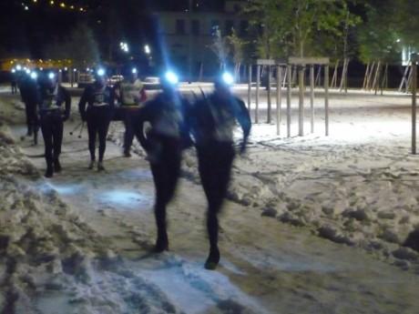Les coureurs lors d'une SaintéLyon enneigée - LyonMag