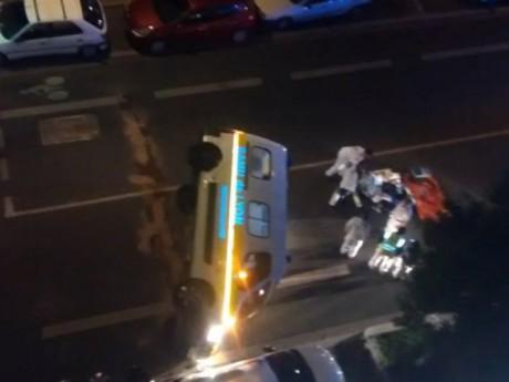 L'ambulance du SAMU a été percutée, puis s'est retournée - DR