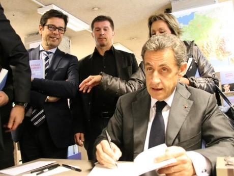 Nicolas Sarkozy à la librairie Decitre ce jeudi, ici avec Emmanuel Hamelin - LyonMag