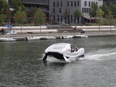 Un Seabubbles testé dans la darse de la Confluence à Lyon - LyonMag