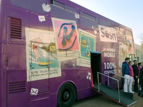 Le bus Sosh, place de la Croix-Rousse à Lyon, fera également un détour jusqu'à samedi par la place Carnot - Photo Lyonmag.com