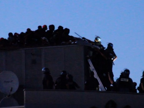 Les squatteurs évacués du toit - DR