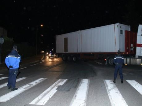 Les gendarmes positionnés ce mardi matin sur le site Chapoly - LyonMag