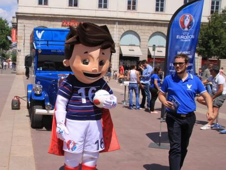 La mascotte de l'Euro Super Victor - LyonMag