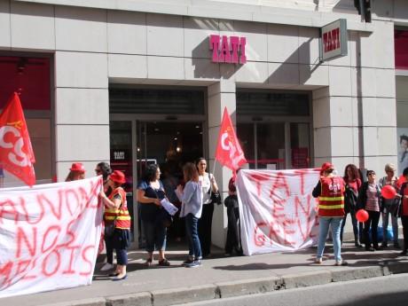 Rassemblement devant la boutique Tati de Lyon en mai - LyonMag