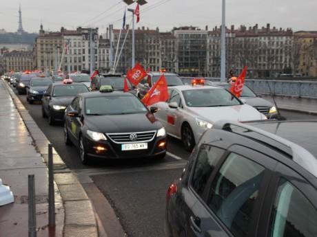 Le cortège dans les rues de Lyon ce lundi matin - LyonMag