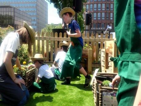 Les enfants lors d'un atelier plantation - LyonMag