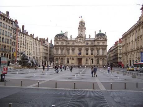 La rénovation de la place des Terreaux se poursuit - Lyonmag.com