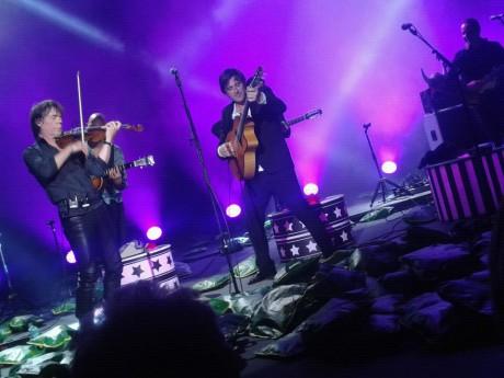 Thomas Dutronc sur la scène des Nuits de Fourvière... avec les coussins - LyonMag