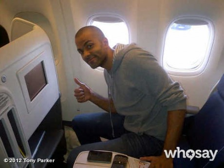 TP dans l'avion le ramenant à Paris - WhoSay