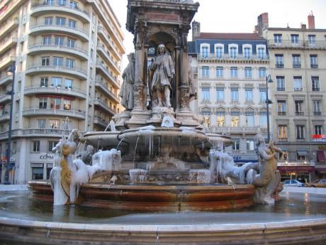 La fontaine de la place des Jacobins avant rénovation - DR