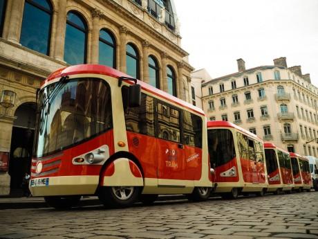 Le Tram Train quitte la place de la Comédie - DR