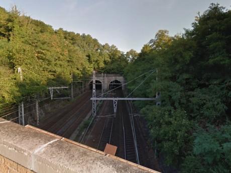 C'est avant d'entrer dans ce tunnel que les trains klaxonnent - DR Google Street View