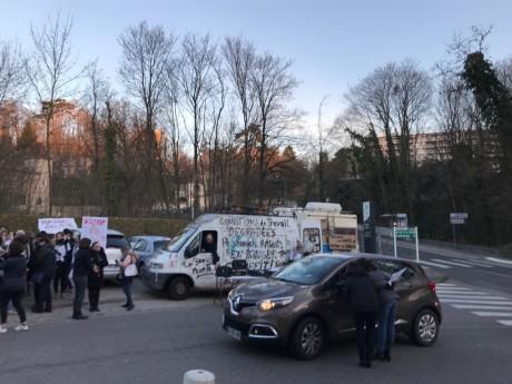Les manifestants ce mardi matin - DR