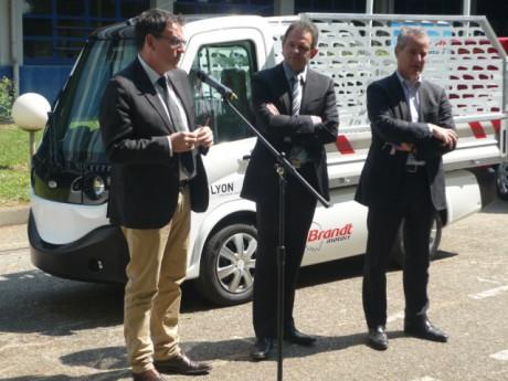 D. Kimelfeld, P. Millet et G. Vesco devant un véhicule utilitaire - LyonMag.com